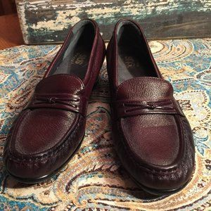 SAS  Leather Tripod loafer in EUC Wine 8.5